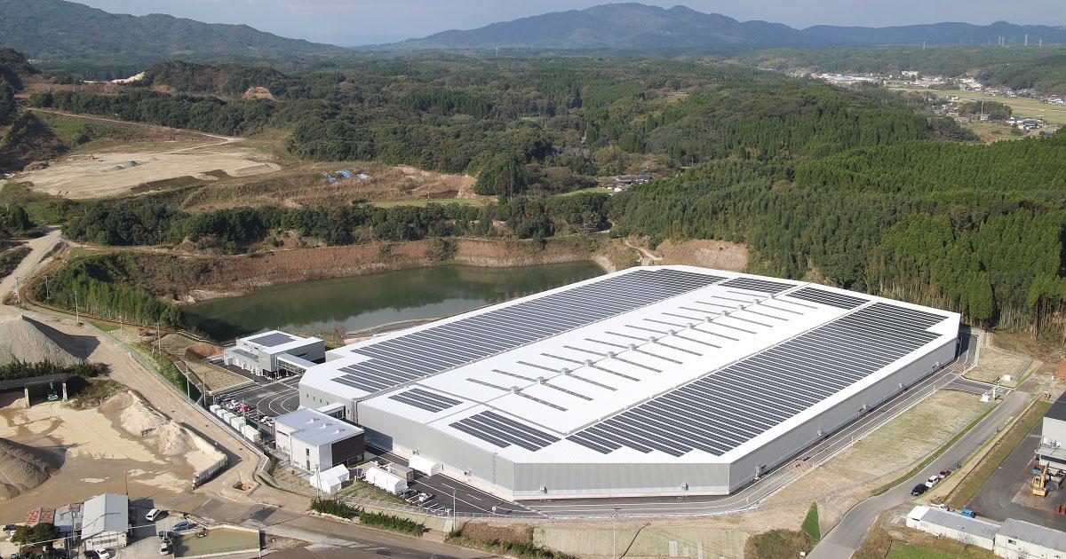 国内最大級の屋根上太陽光、熊本県民の出資で稼働 - 探訪 - メガソーラービジネス : 日経BP
